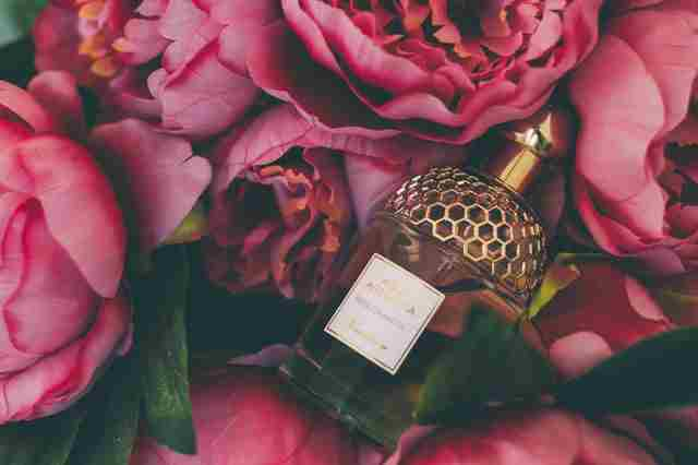 How to Start a Perfume Selling Business