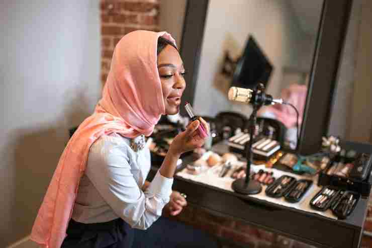 How to Become a Mary Kay Beauty Consultant [Full Guide]